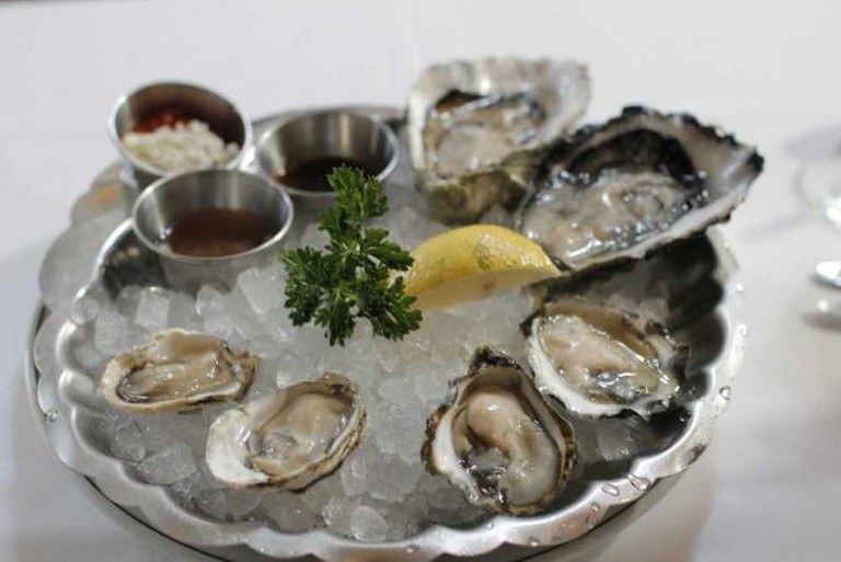 Oysters On Plate | © djromanj/Flickr