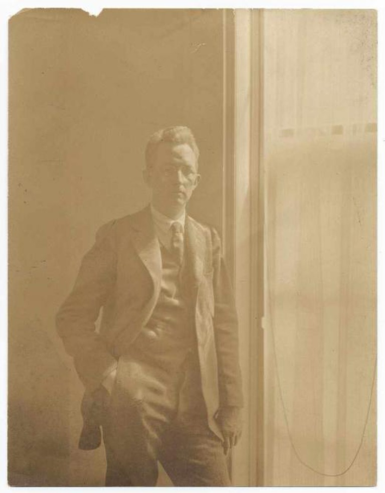Sheeler standing next to a window. Identification on verso (handwritten): Charles Sheeler. Published in: Archives of American Art Journal v. 5, no. 2, p. 3; v. 16, no. 4, p. 15. Sheeler, Charles, 1883-1965 /WikiCommons