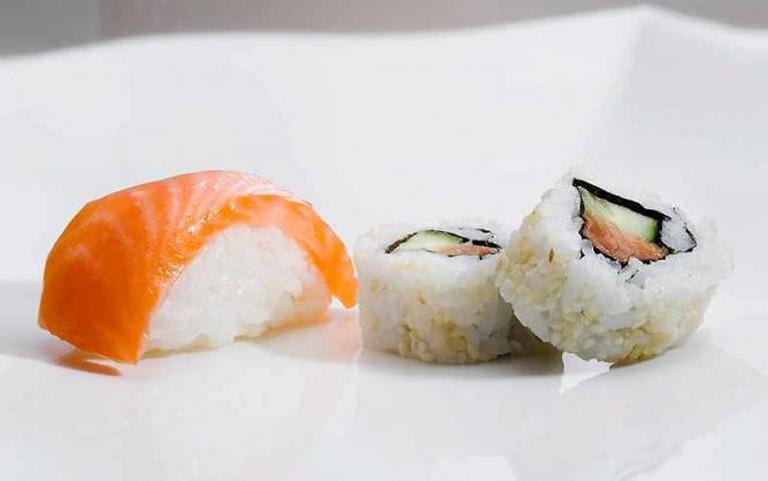 Nigiri and maki sushi | © Japan Sushi/WikiCommons