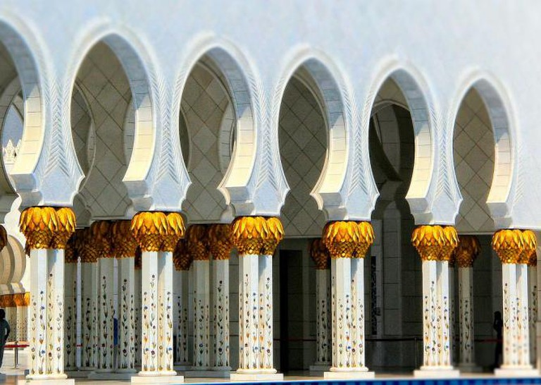 Abu Dhabi Sheikh Zayed Grand Mosque I © andrewhallpics/Flickr