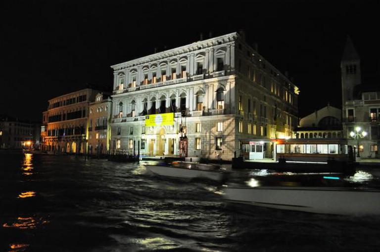 © ERIC SALARD from PARIS (Palazzo Grassi, Venezia)/Wikimedia Commons