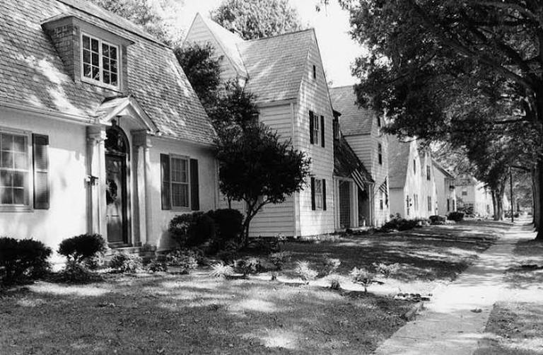 Hilton Village © VirginiaProp/WikiCommons
