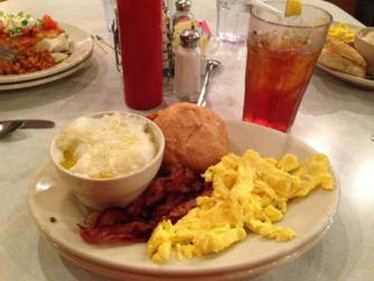 Eggs All the Way at Elmo's Diner