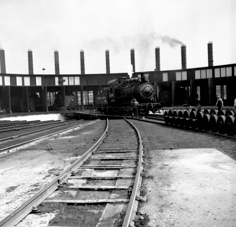 C. P. R., Runnymede Yards, roundhouse, Runnymede Road, south-west corner St. Clair Avenue west, Toronto, Ont. | Public Domain/Toronto Public Library
