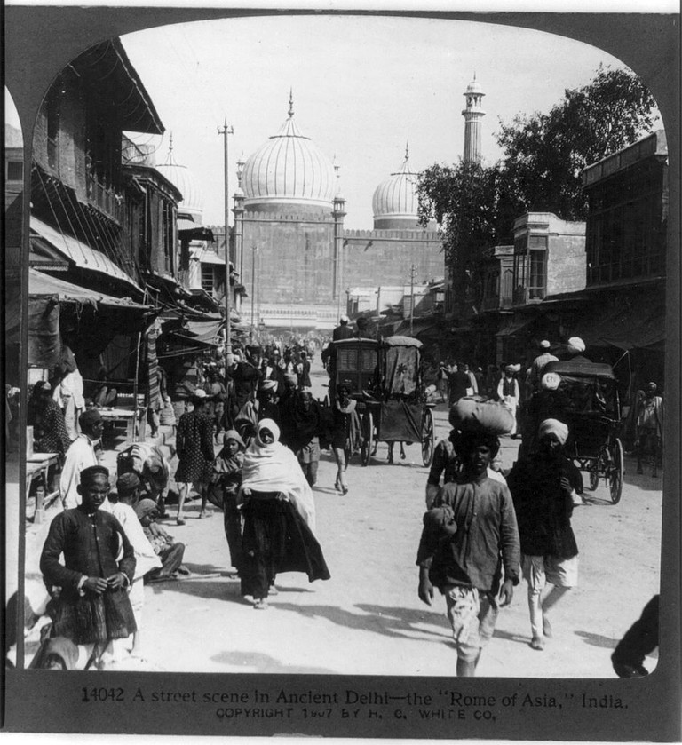 A street scene in ancient Delhi, 1907/©Unknown/WikiCommons