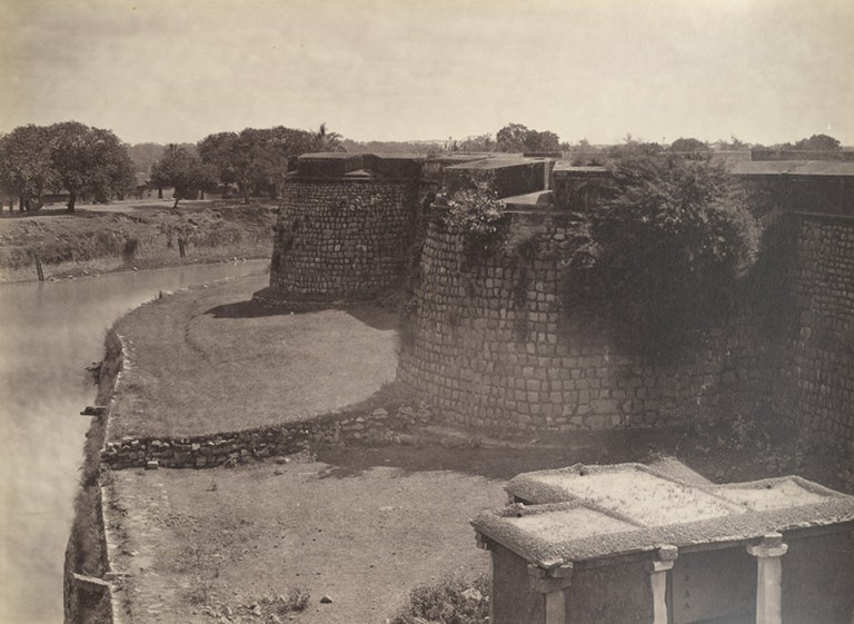 Ruined Bangalore Fort, 1860/©Nicholas Bros/WikiCommons
