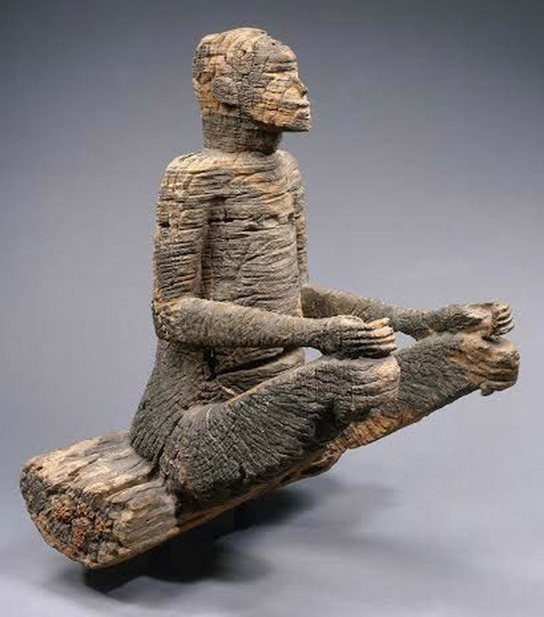 Seated Figure, Mbembe peoples, Ewayon River region, Cross River Province, Nigeria. 17th-18th century | Photograph courtesy of Hughes Dubois, Musée du Quai Branly/Scala/Art Resource, NY and the Metropolitan Museum of Art