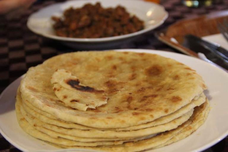 Chapati with beans I © Sarine Arslanian