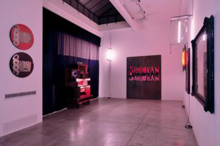 Manhattan Club (installation view), Flavio Favelli, 2011