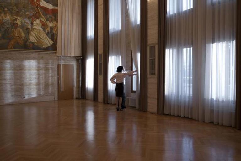 Jasmina Cibic, Framing the Space (2013)