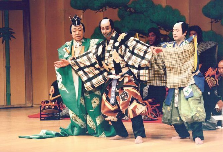 Serper (center) playing with Nakamura Tomijuro V (left) in Kabuki play Chatsubo, Tokyo, 1994