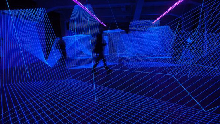 'Drawing in space - a maze', 2013, approx. 300 sqm space, threads, black lights, Opernwerkstätten, Berlin | © Jeongmoon Choi