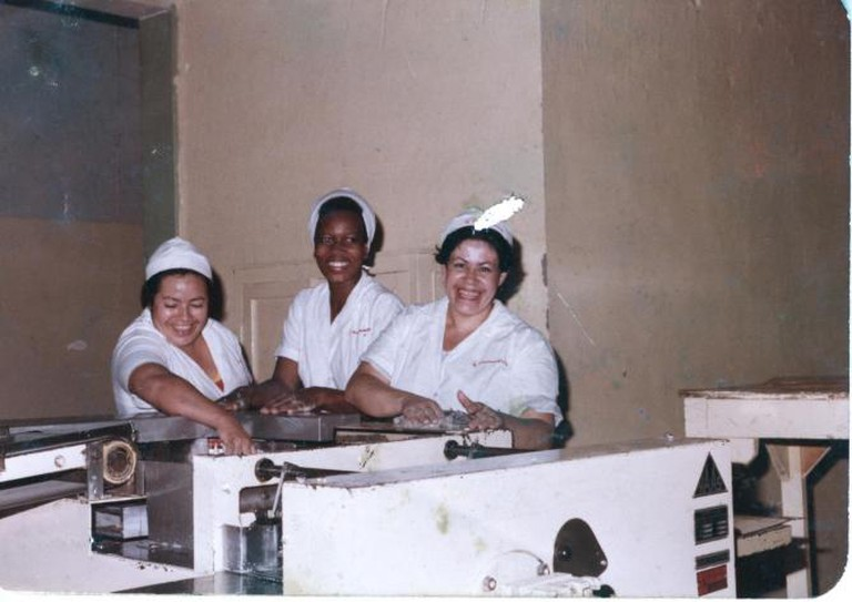 Oscar Murillo, The artist's mother (center) working at Colombina, La Paila, Colombia, 1988