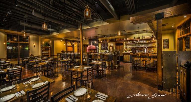 Interior | © Jeff Dow/Courtesy of SouthCreek Pizza