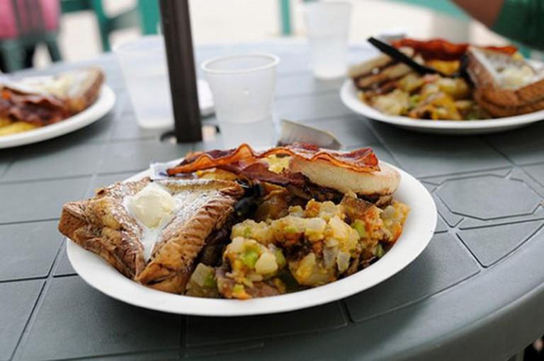 Big Breakfast | Courtesy of Kono's Cafe