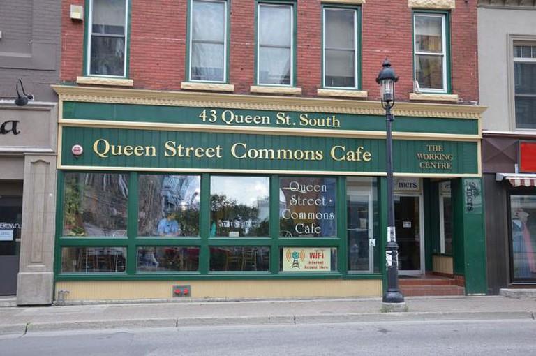 Queen Street Commons Café | © Illustratedjc/Wikimedia Commons