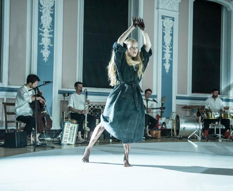 Scottish Dance Theatre's Amy Hollinshead and One Ensemble in Miann by Fleur Darkin. Photographer Brian Hartley