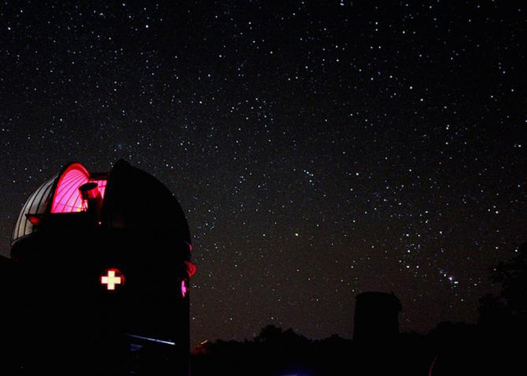 Custer Observatory With A Starry Backdrop | © Tony Hoffman/Flickr