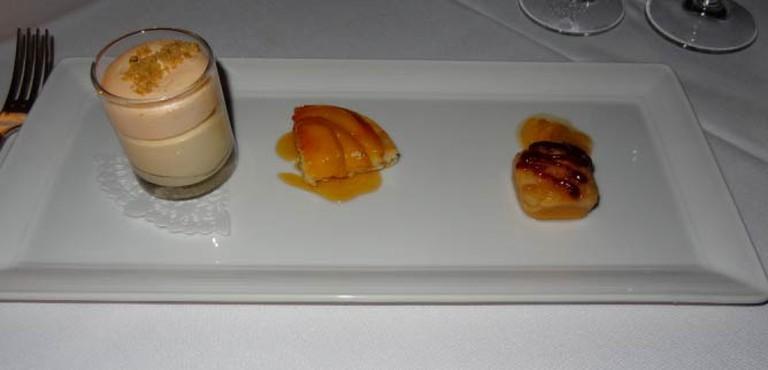 Desserts highlighting Oregon peaches   © Navin75/Flickr