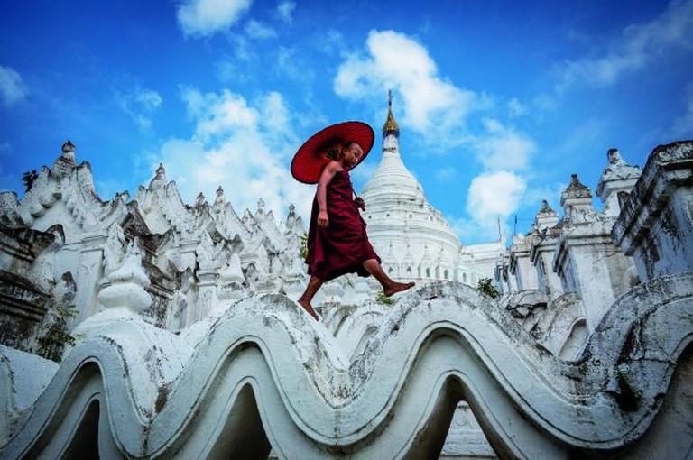 Novice strolling over Mya Thein Tan Pagoda in Mingun | © David Heath