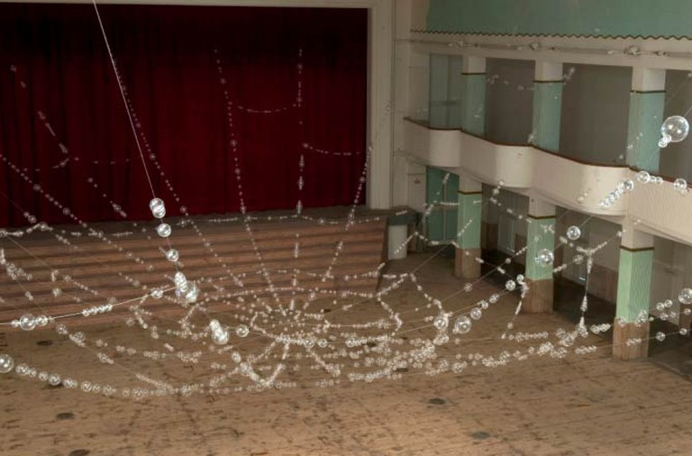 Mona Hatoum, Web, 2006, crystal balls and metal wire, 515 x 2100 x 1325 cm | Courtesy of photographer Ela Bialkowska and Galleria Continua San Gimignano / Beijing / Les Moulins