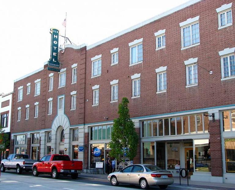 The historic New Redmond Hotel | © Ian Poellet/WikiCommons