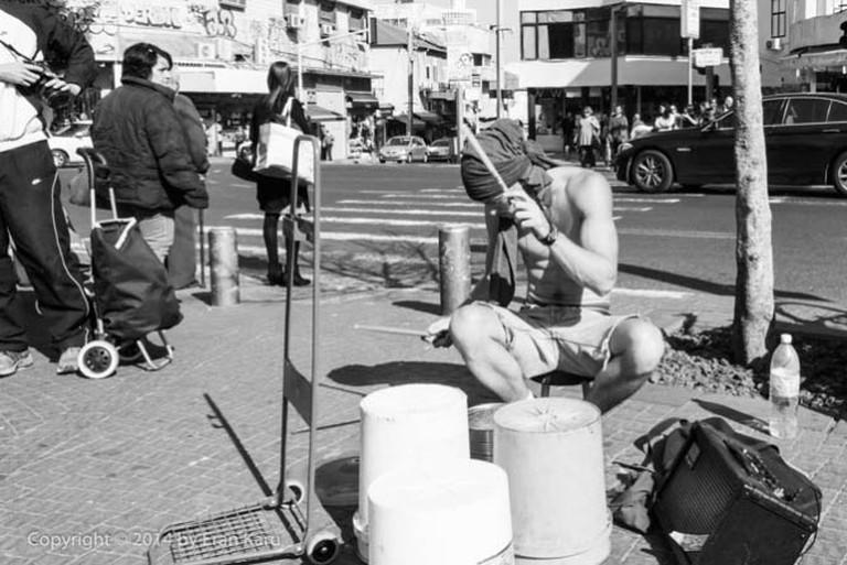 Tel Aviv street performer next to the Carmel Market