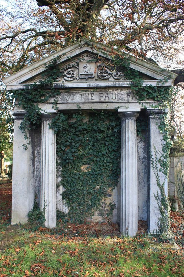 A typical mausoleum, Kensal Green Cemetery   © Stephencdickson/WikiCommons