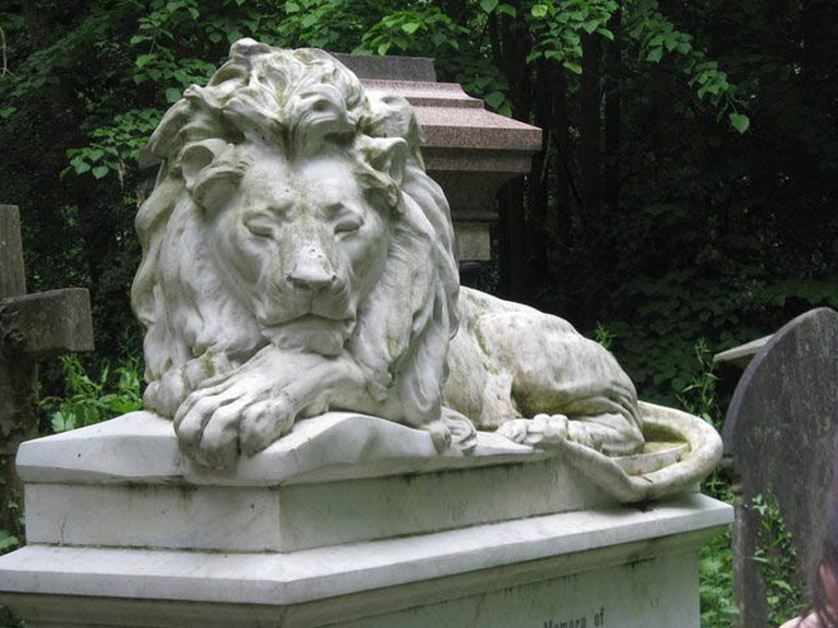 Abney Park Cemetery, London   © Dave Pickersgill
