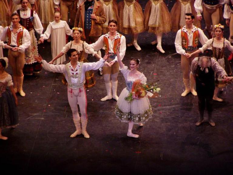 Elena Glurdjidze as Swanilda & Arionel Vargas as Franz in the ENB's production of Coppelia. Southampton's Mayflower Theatre. | © Scillystuff/WikiCommons