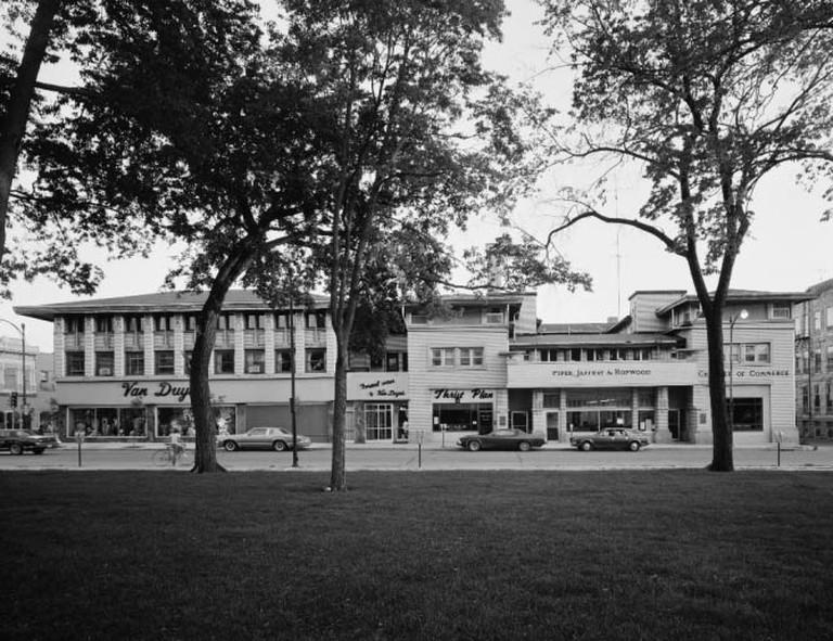 Park Inn Hotel 1977 (c) Robert Thall/Wikicommons