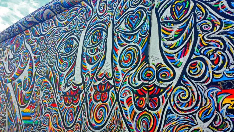 The World's People graffiti at the East Side Gallery, by Schamil Gimajew