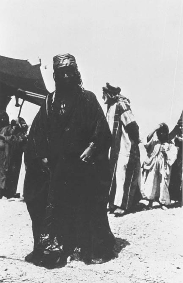 Photo Y_449, Fahd Beg's wife, Near the Ga'rah, Wadi Helgum - Iraq, April 1914 © The Gertrude Bell Archive, Newcastle University