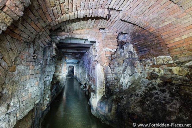 Underground river under the city of Brescia, Italy © Sylvain Margaine