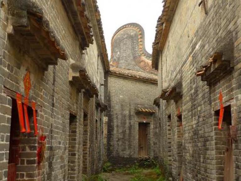 Inside the deserted village of Licha © Gaetan Reuse