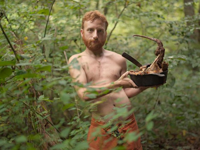 Lucas Foglia, Acorn with Possum Stew, Wildroots Homestead, North Carolina, 2006 Courtesy of galerie du jour agnès b, Paris © Lucas Foglia