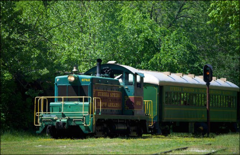 Eureka Springs and Northern Arkansas Train Pulling Into The Station | © Doug Wertman/FlickrCommons