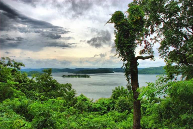 View of Beaver Lake from Sugar Ridge, Eureka Springs | © itsnotchicken/FlickrCommons