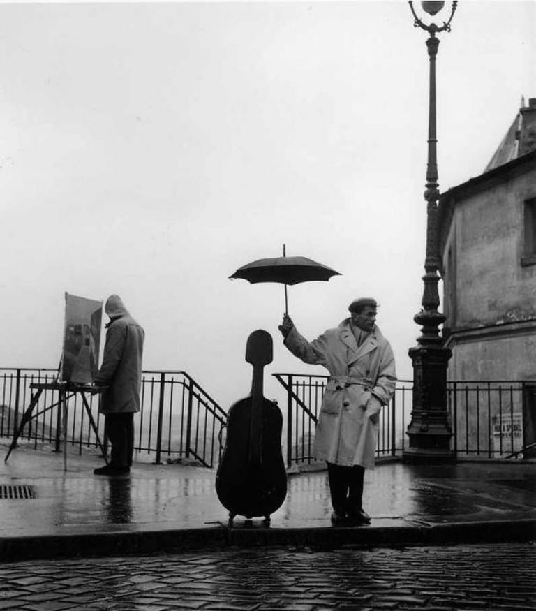 Le Violoncelle Sous La Pluie, 1957- (C) Robert Doisneau
