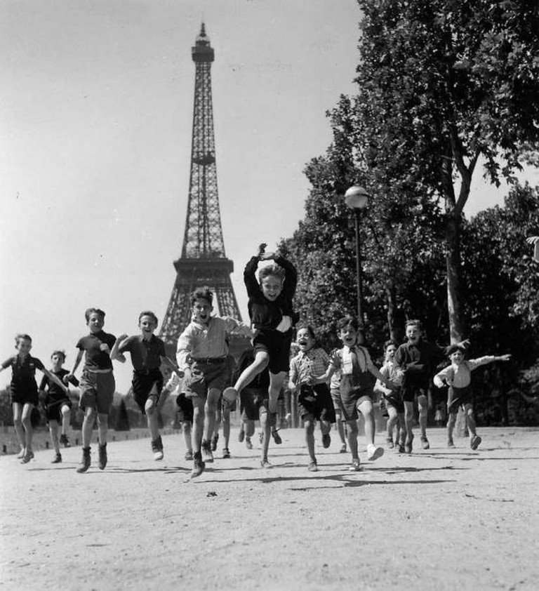 Les Jardins du Champs de Mars, 1944- (C) Robert Doisneau