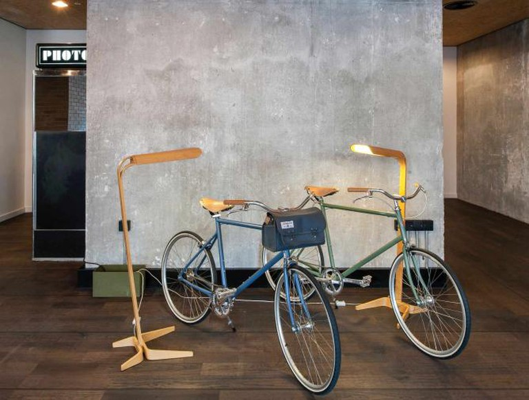 Ace Hotel London Shoreditch - Lobby Bikes | ©ANDREW MEREDITH