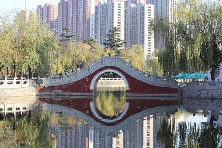 Reflection Bridge, Anyang   © V.T. Polywoda/Flickr