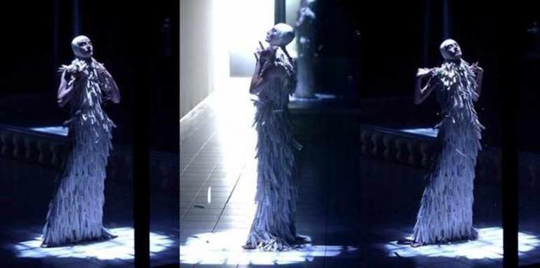Alexander McQueen's Razorclam Dress, Spring/Summer 2001 || © Victor Soto/Flickr