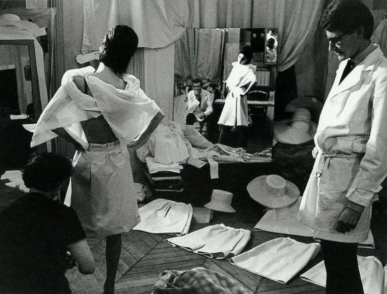 Yves Saint Laurent at work in his studio | © Victor Soto/Flickr