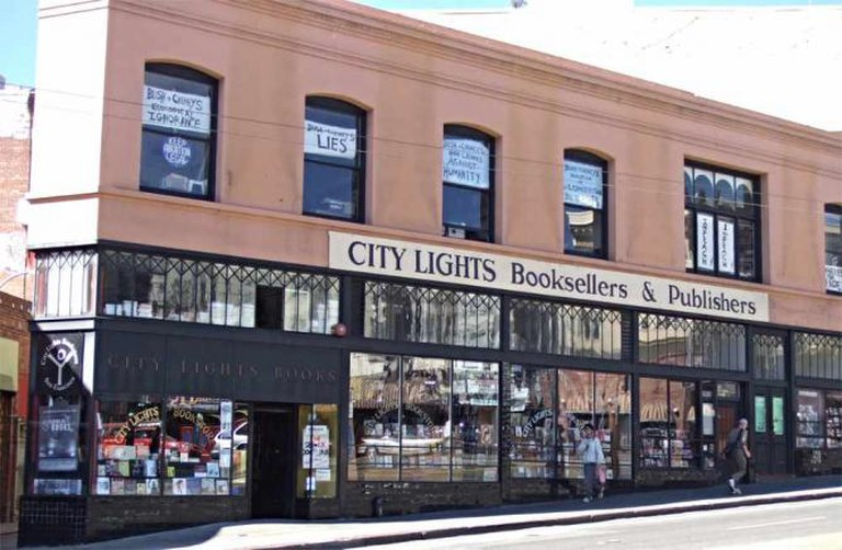 City Lights Bookseller and Publishers l © grahamC99/flickr