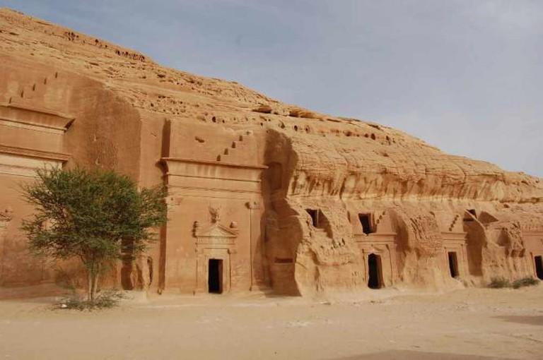Ancient Cave Dwellings in Madain Salih | © Omar A/Flickr