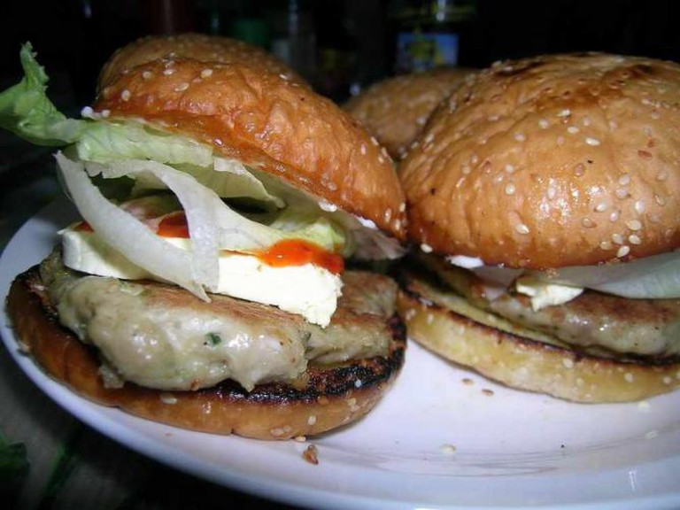 Tuna Burger | © rob_rob2001/Flickr