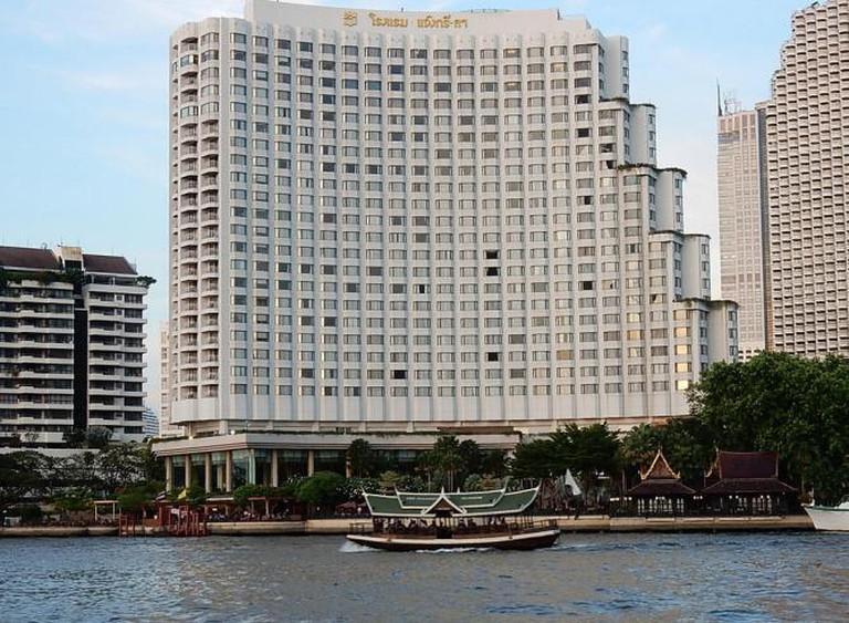 Shangri-La Hotel | © Michael Coghlan/Flickr
