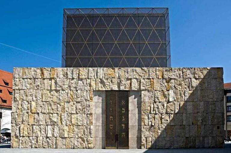 Ohel Jakob Synagogue © digital cat/Flickr