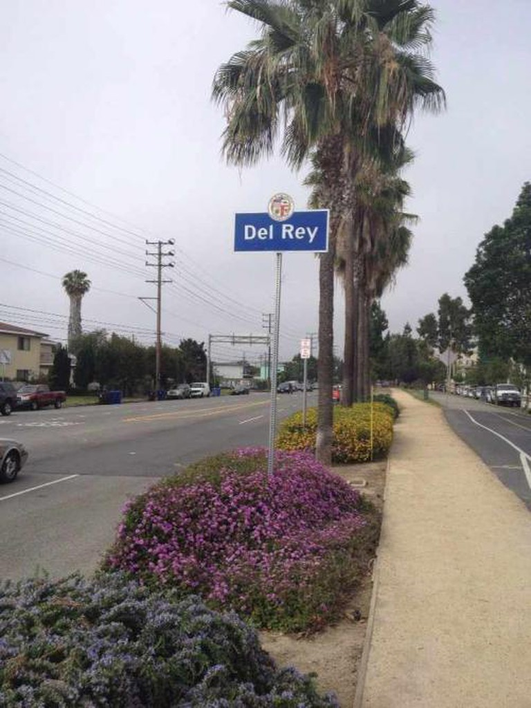 Del Rey welcome sign
